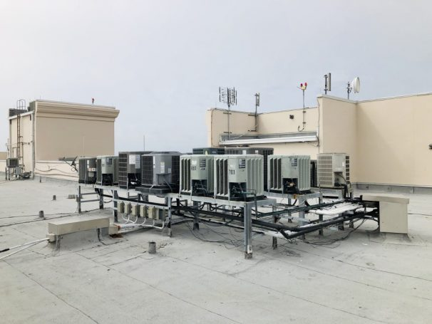 //fivestarmech.com/wp-content/uploads/2020/06/air-conditioning-units-on-roof-of-a-high-rise-condominium-building_t20_1np3kn-e1591741726863.jpg